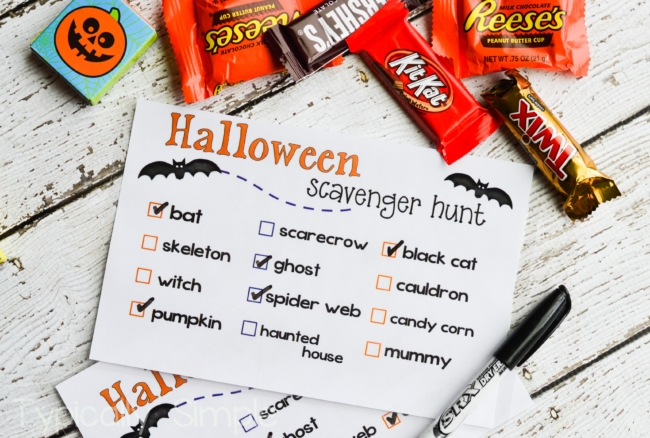 Halloween Scavenger Hunt {Free Printable}