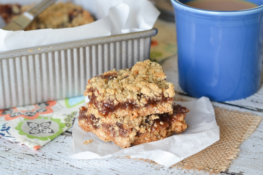 Strawberry Jam Crumb Cake Bars