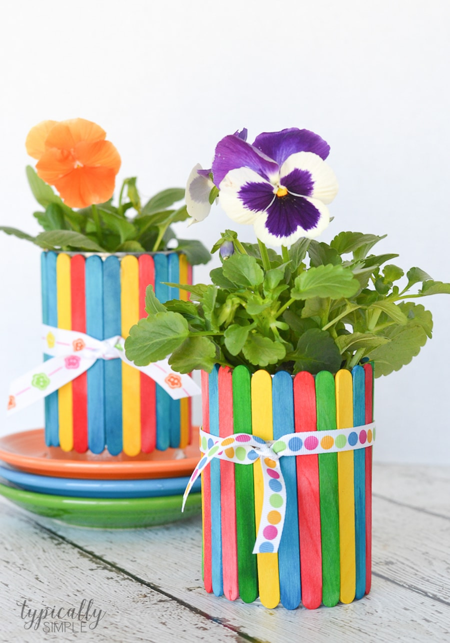 A colorful craft project to make with the kids, these craft stick flower pots are glue-free! A perfect handmade gift to give for Mother's Day or Teacher Appreciation.